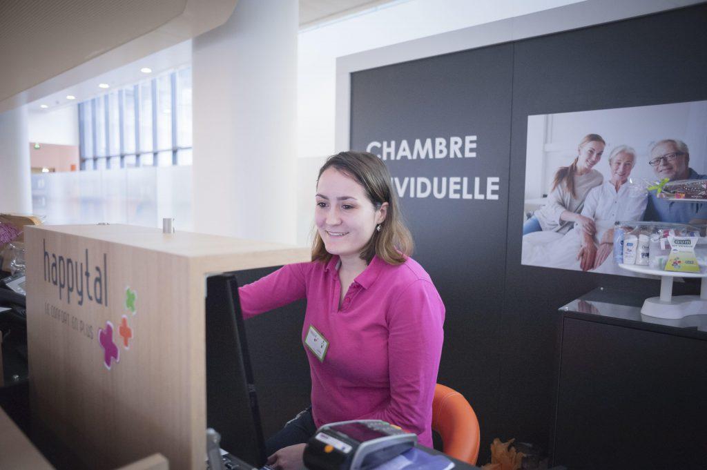 une femme travaillant à Happytal