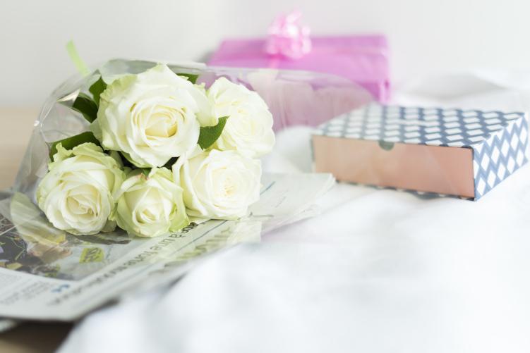 Un bouquet de fleurs blanches