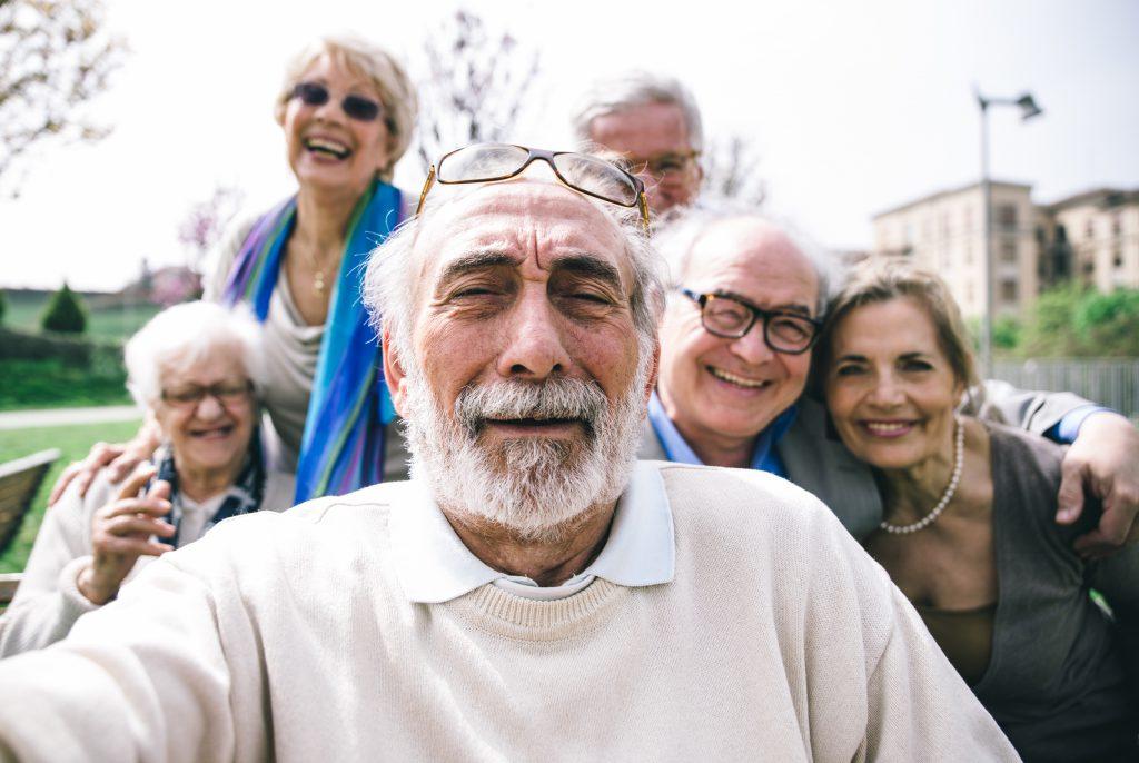 Selfie d'un groupe de senior