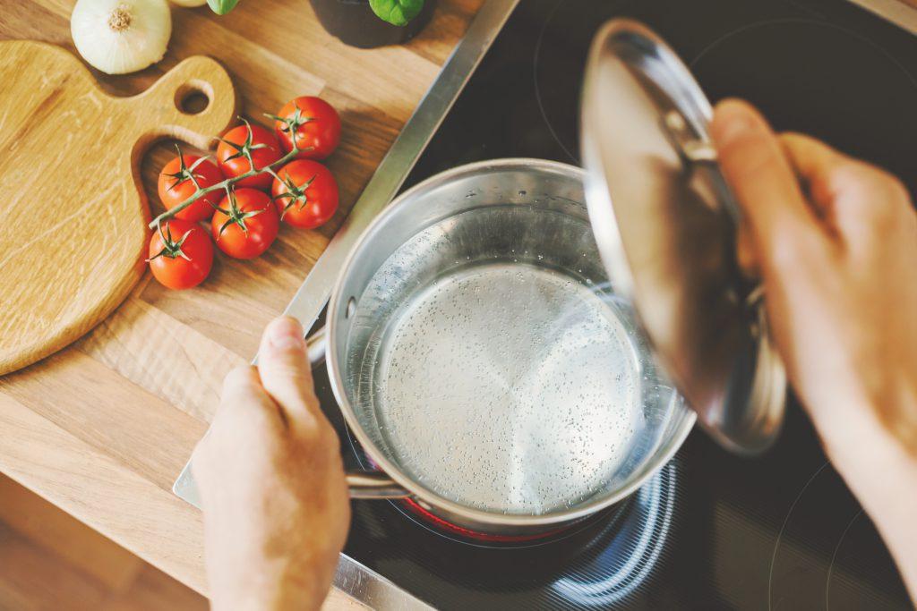Casserole eau bouillante