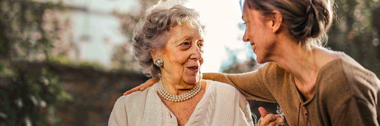 Famillys : l'entreprise qui permet de trouver une famille d'accueil pour personnes âgées facilement